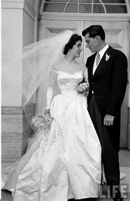 Queen of diamonds for Elizabeth taylor s wedding dresses
