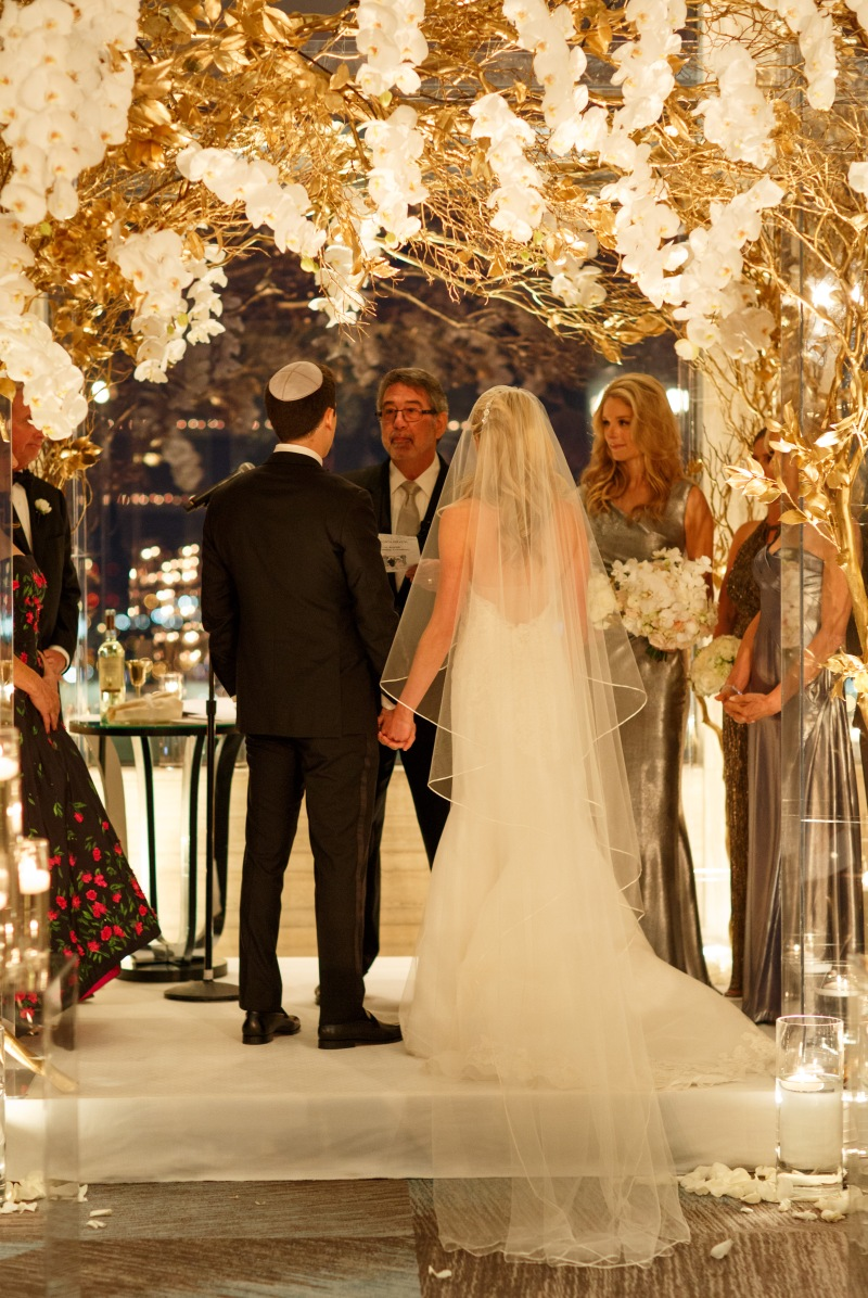 b and g under chuppah